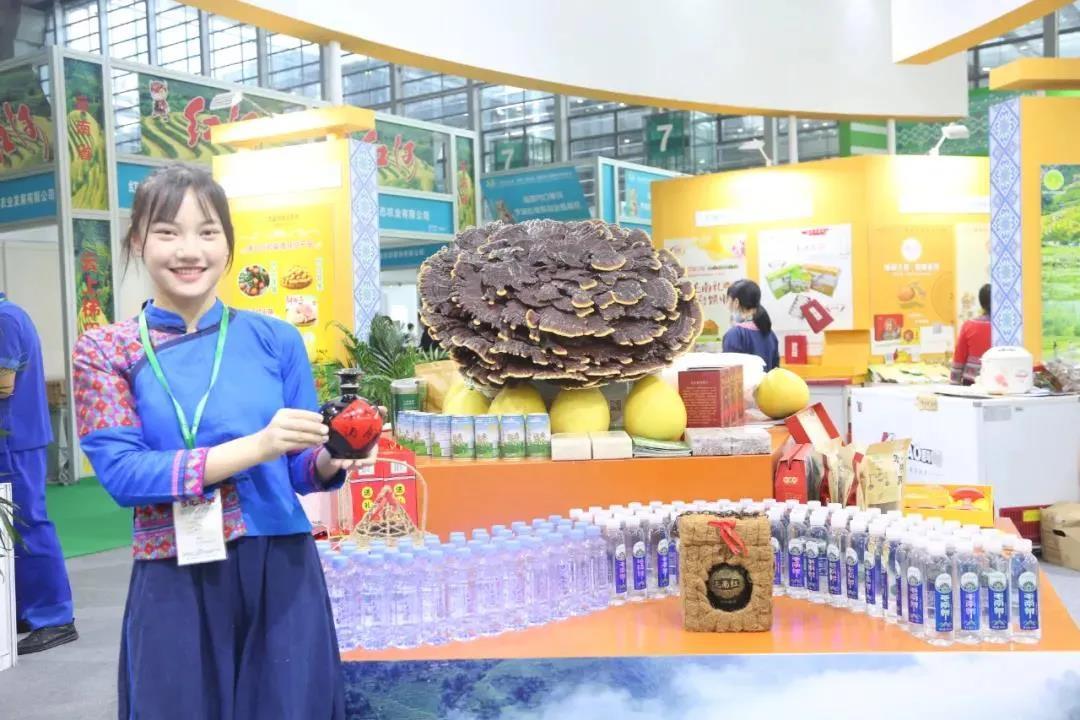 """【每周优品】来来来,尝尝来自环江毛南族自治县的""""香猪月饼"""""""